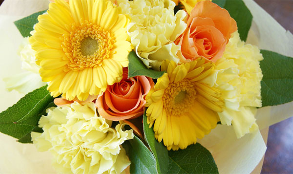 7 reasons to get your friend lively with yellow flowers