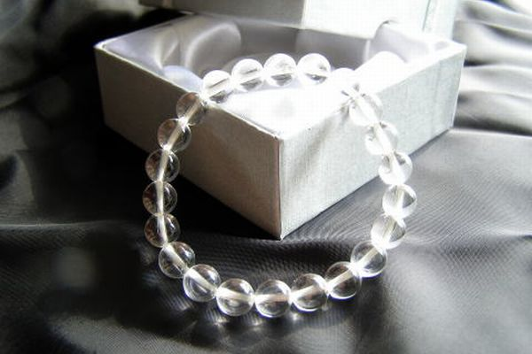 Is a crystal bracelet effective? I comment in detail☆