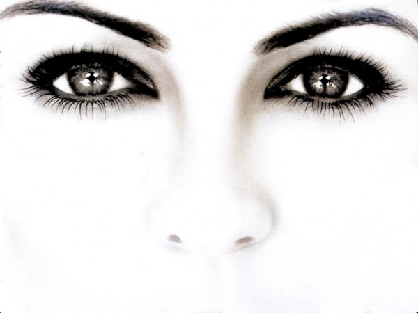 For you with cat eyes, the drooping eye makeup