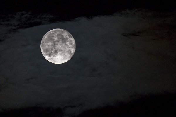 7 wonderful charms on a full moon night