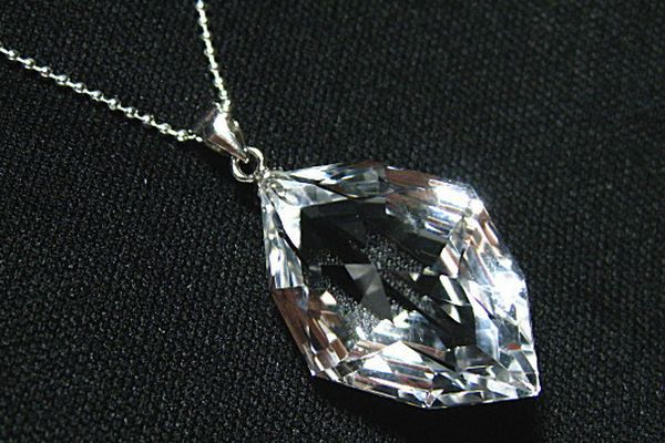 7 Tips to Improve Your Love Luck with Crystal Necklaces