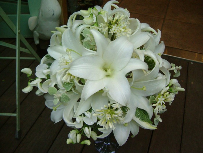 Caution points of lilies for wedding bouquet by meaning